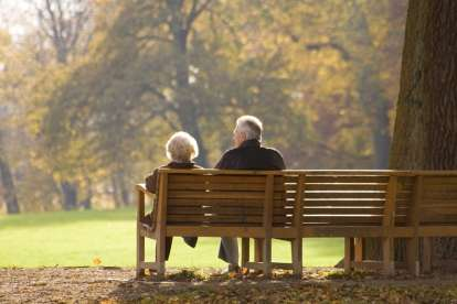 A Couple On A Park Bench Toeic Listening
